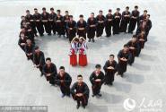 淮南大学生拍特色毕业照创意十足 纪念难忘的大学生活