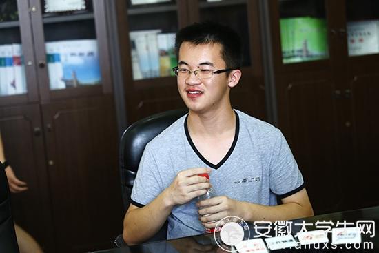 合肥168中学王成科获安徽省文科状元 大学想选偏理科的专业